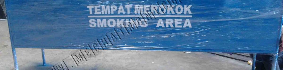 Produksi atau Pembuatan Meja Rokok Stainless pada Smoking Area